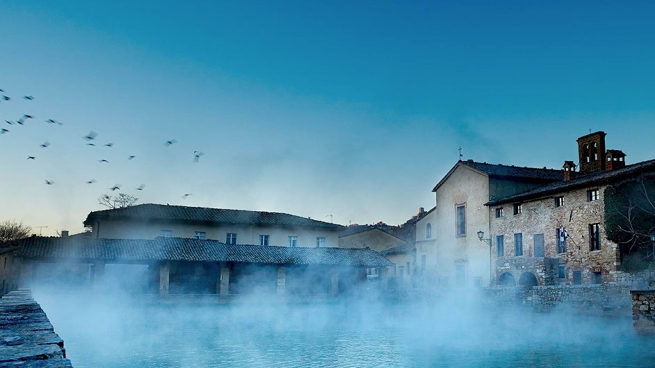 https://pea-7f65.kxcdn.com/img/image_db/luxury_hotel_adler_thermae_spa_relax_resort_ext_view_d-942.jpg
