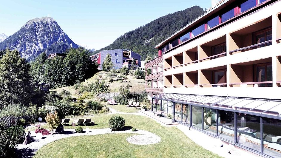 A luxury design hotel in austria hotel walliserhof for Luxury hotels austria