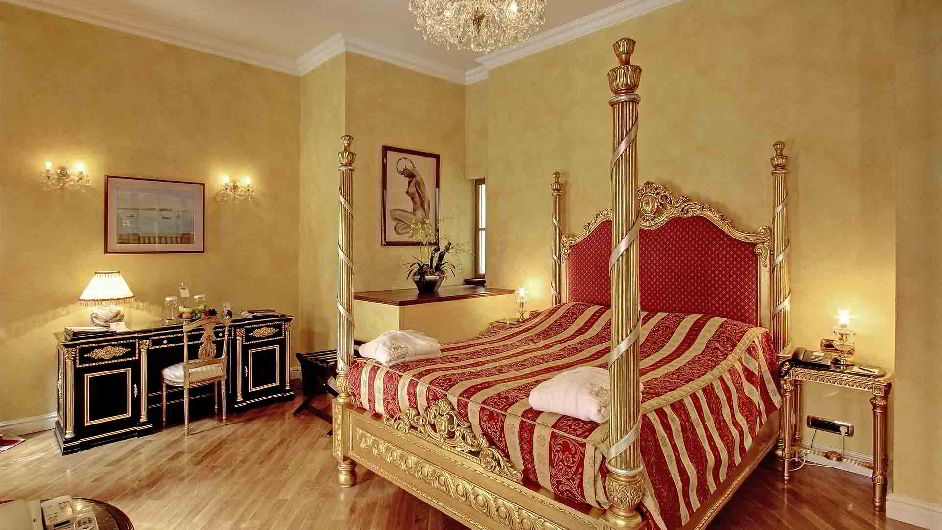 Historic luxury hotel near prague castle alchymist for Designer hotel prague